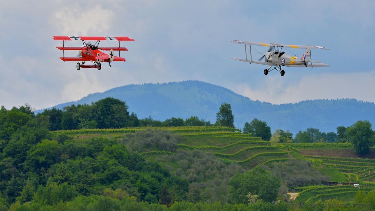 Museo Aeronautico Volante Treviso con aerei da combattimento del Maggiore Baracca, targato Ferrari