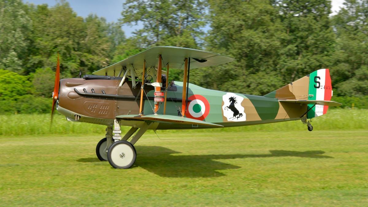 Museo Aeronautico Volante con aerei da combattimento del Maggiore Baracca, targato Ferrari
