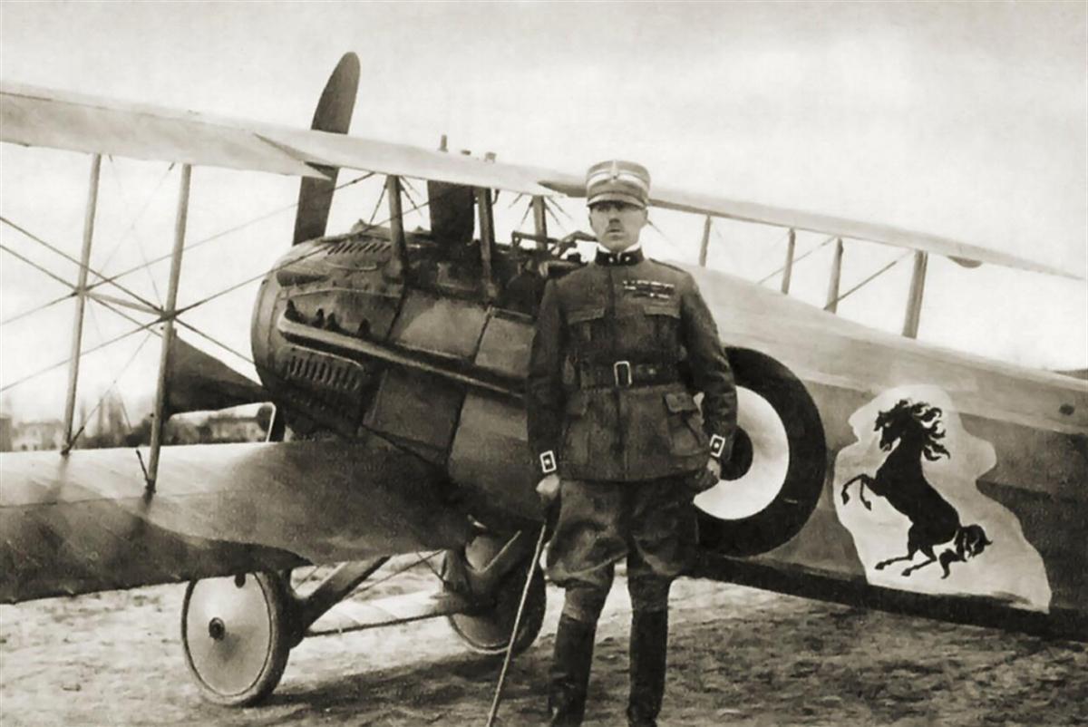 Unico museo volante d'Italia lungo le sponde del fiume Piave con riproduzioni di aerei di combattimento e restaurati della collezione del Maggiore Baracca