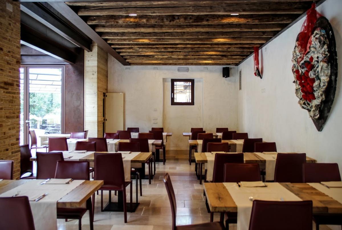 Ristorante Antica Abbazia con pizzeria e forno a legna