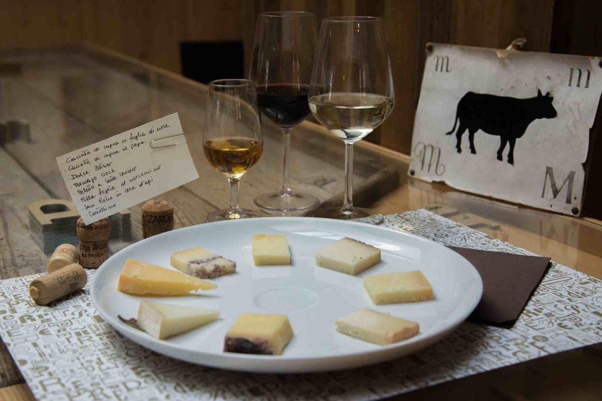 degustare vini nelle Colline del Prosecco Superiore e prodotti tipici veneti lungo le Strade del Vino in Veneto e nei borghi più belli d'Italia