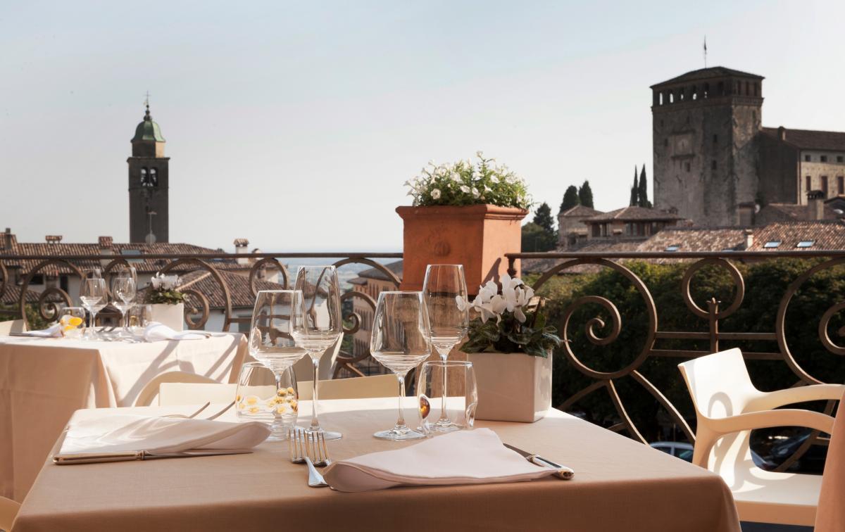 Ristorante La Terrazza - vista panoramica su Asolo, Colline del Prosecco, Veneto