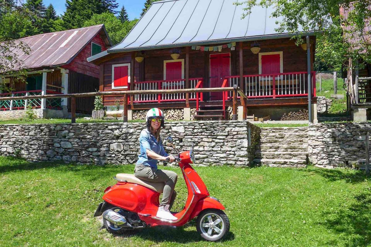 Le Dolomiti bellunesi in sella alla vespa per scoprire le Dolomiti bellunesi in moto durante la tua vacanza attiva in Veneto sulle Colline del Prosecco