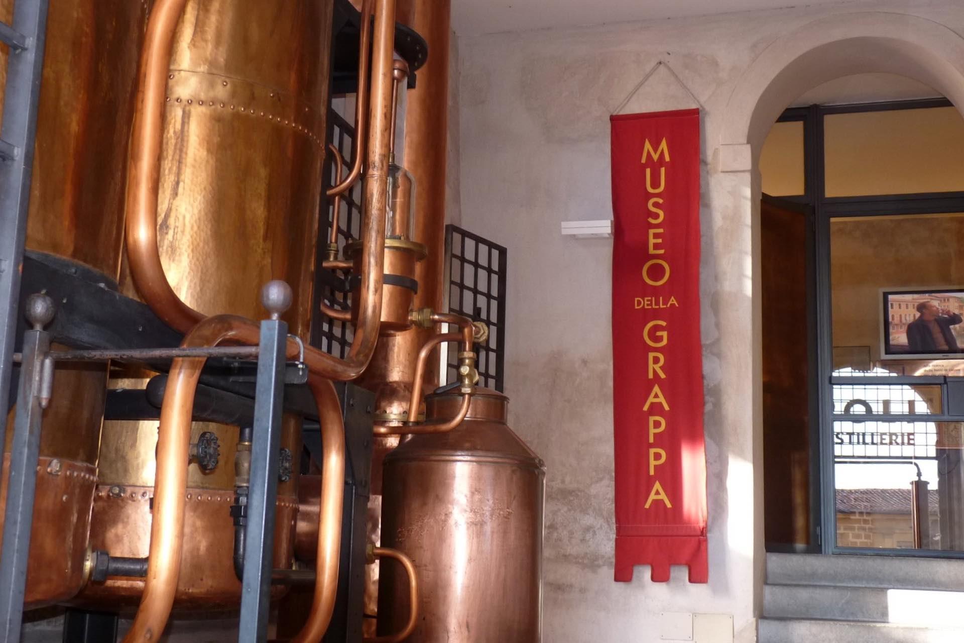 scopri i produttori di grappa e le distillerie venete durante la tua vacanza sulle Colline del Prosecco Valdobbiadene