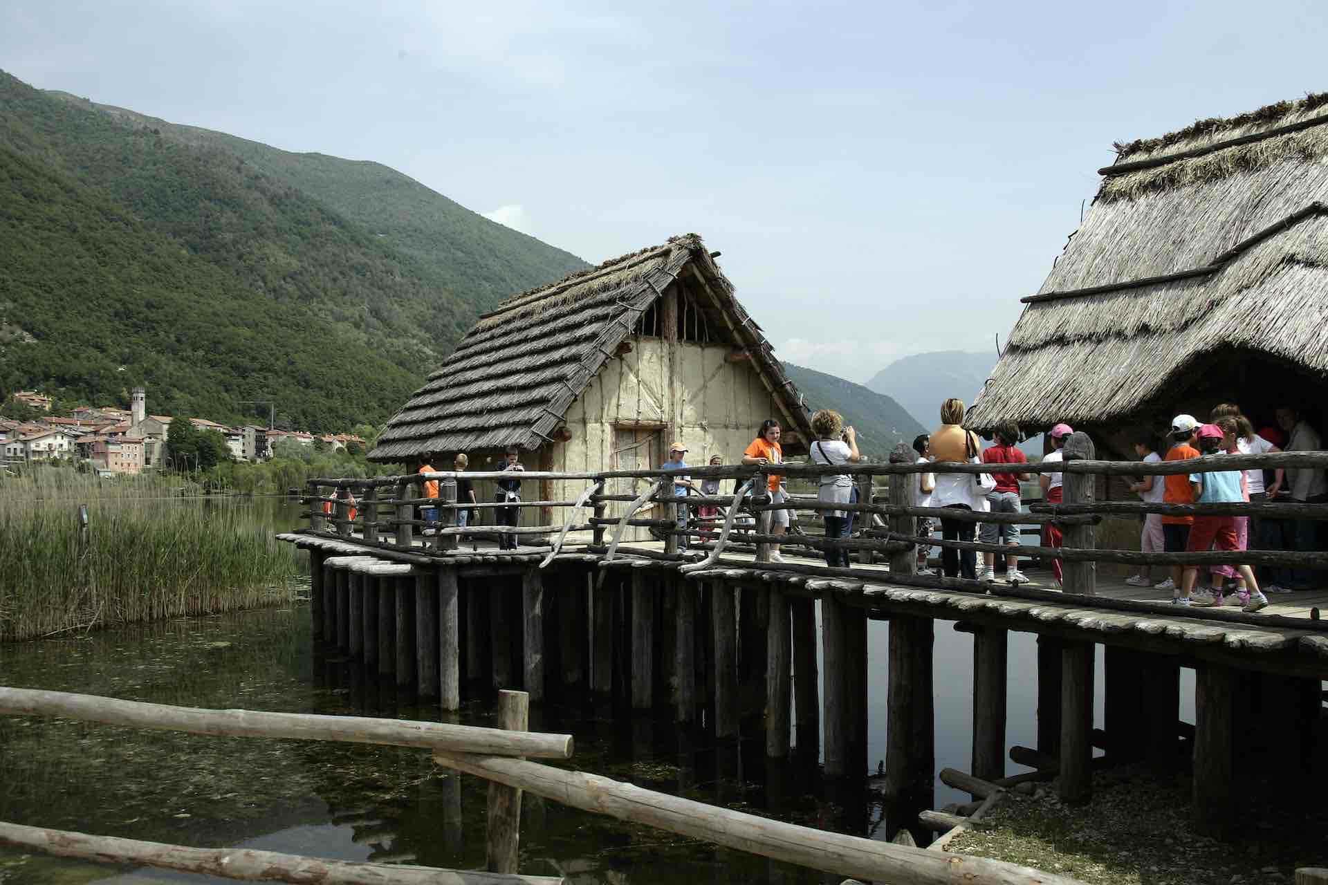 Il Parco Archeologico Didattico del Livelet nasce dalla volontà di promuovere l'area naturalistica e archeologica dei laghi di Revine