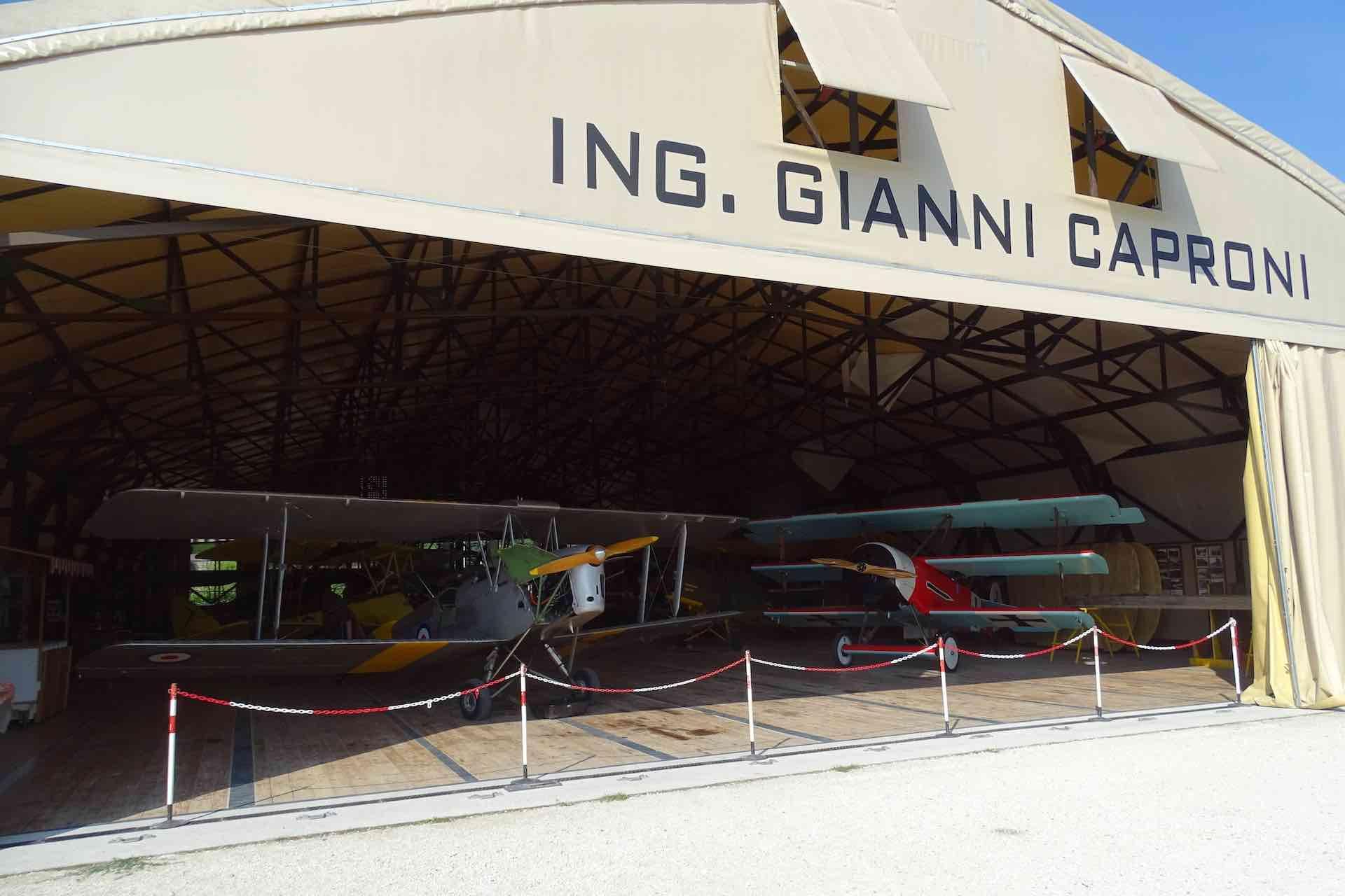 visita il Museo Volante Jonathan collection per scoprire la storia dell'aviazione in Italia