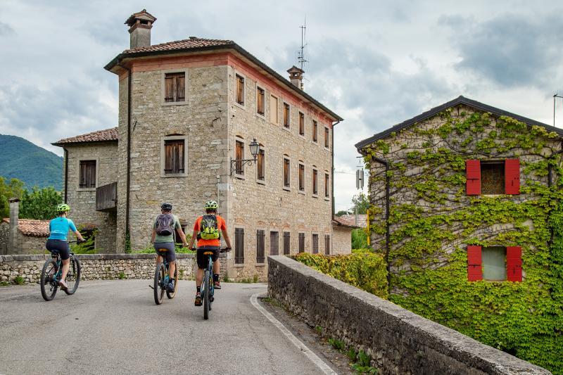 Langsame Tour Cison di Valmarino, Rolle und Laghi di Revine Lago